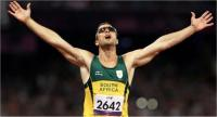 Oscar Pistorius celebrates winning the T43/44 400 metres in a Paralympic record time at the London 2012 Paralympic Games, 8 September 2012 (Photo: Wessel Oosthuizen, Sascoc Images)