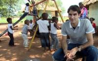 Roger Federer visits the Hlukani and Govhu creches in Limpopo province, South Africa, 19 February 2013 (Image: RogerFederer.com)