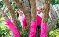 Charmaine Kruger (left) and Vera Moir wrap Lagoon Lodge in Knysna's trees in pink in aid of the 2014 Pink Trees for Pauline Project.