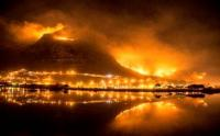 Photographer Andrea Nixon posted this photograph of the Cape Town fires  (Image: Andy Nix/Facebook)