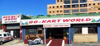 Go-Kart World: Go-Kart World & Mom