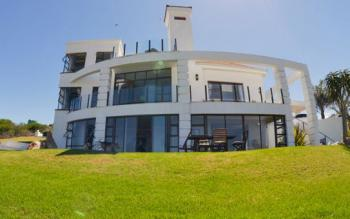 Fly me to the Moon Mossel Bay Guest House: Guesthouse Danabaai, Mossel Bay