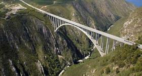 Bungi jumping from the Bloukrans Bridge