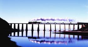 The famous Outeniqua Choo Tjoe on the Kaaimans Bridge